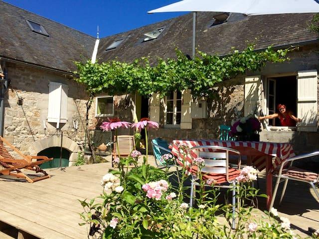 Limes Cottage - Bed & Breakfast - Saint-Julien-Maumont - Penzion (B&B)