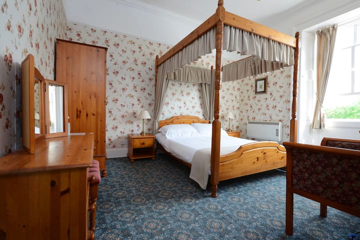 Dall Lodge Country House- authentic - Killin - Bed & Breakfast