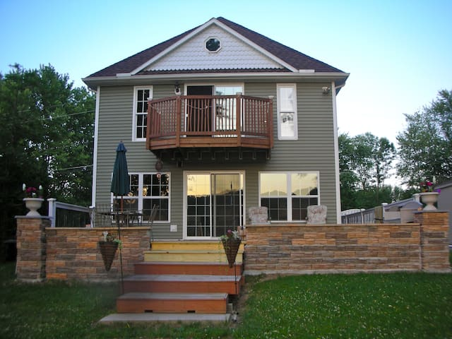 LAKE FRONT COTTAGE.2 NIGHTS MINIMUM - Conesus - Casa