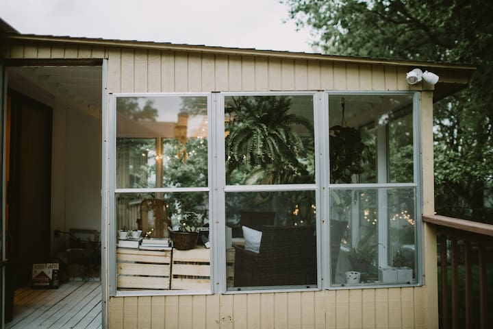 Shawnee home with a camp site in the backyard! - Shawnee - Departamento