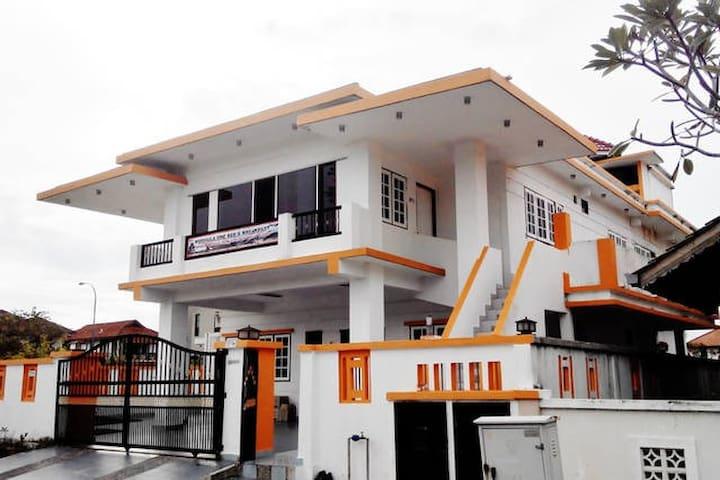 Formula One Sepang Airport Transit - Nilai - Bed & Breakfast
