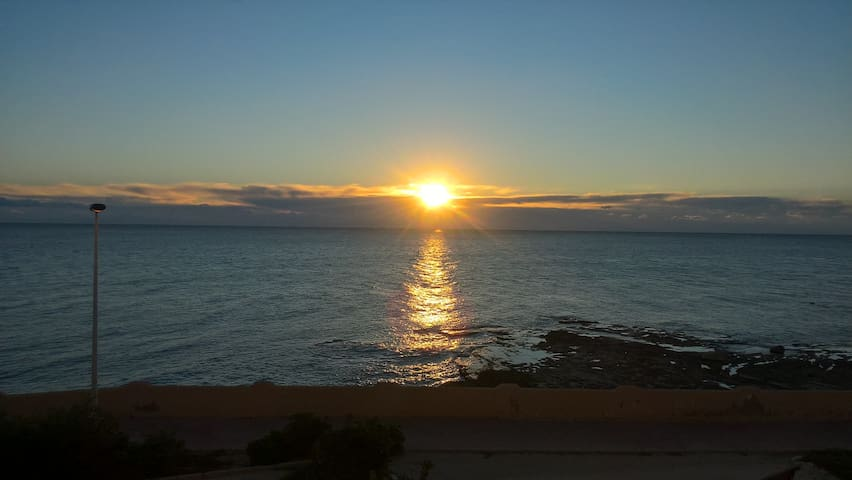 Front Line apartment right on the sea. - Torrevieja - Appartement