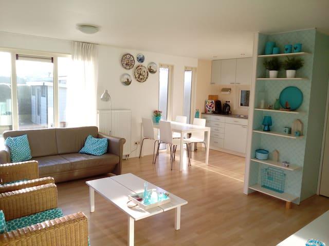 Holiday home 4 p, new, garden, Friesland Waddensea - Tzummarum - Hus