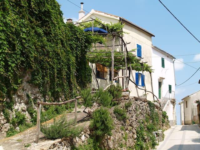 Peaceful refuge close to fun places - Dobrinj