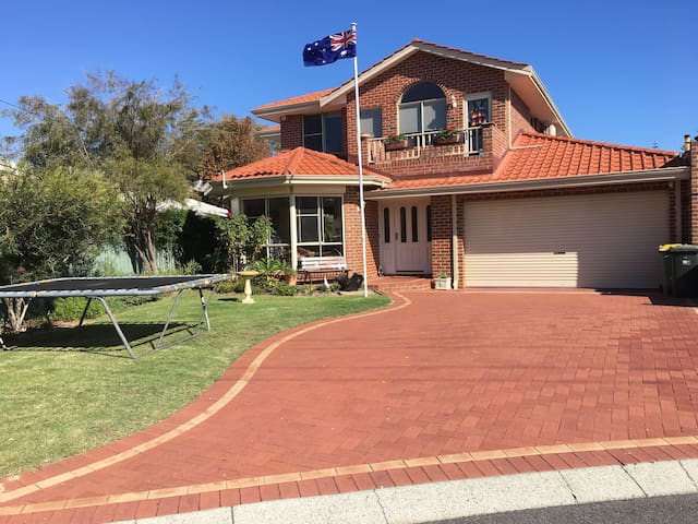 Beautiful home near Safety Bay beach and park. - Safety Bay - Bed & Breakfast