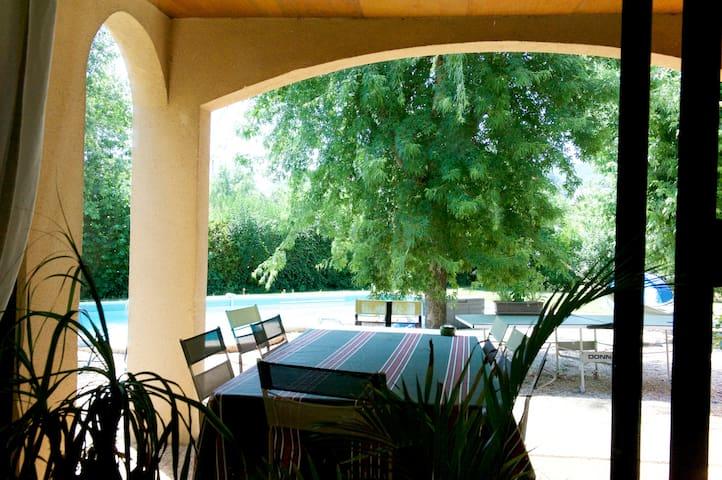 Villa simple et chaleureuse - Saint-Christophe-Vallon - Ev