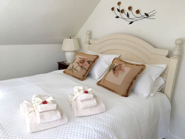 Private Entrance - Cozy Suite - Walk to Town - Montpelier - Huis