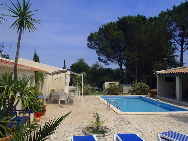 Wonderful peaceful private villa with heated pool - Fourques - Ház