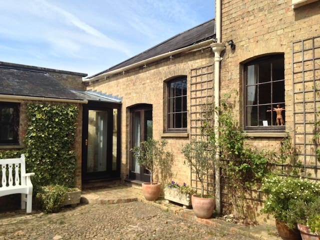 Beautiful spacious Country Coach House - Cambridgeshire