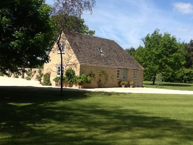 Gardener's Cottage Chelworth (more rooms nearby) - Chelworth - Appartement