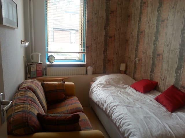 Thuiskomen in een klein knus kamer! - Amersfoort - Maison