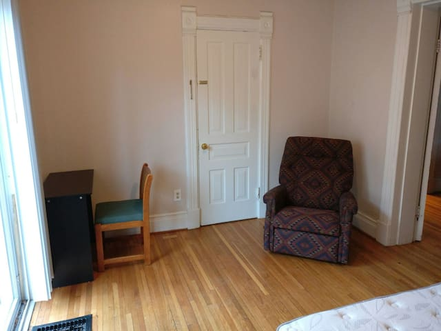 Private room 10 min walk from U-M campus - Ann Arbor - Talo