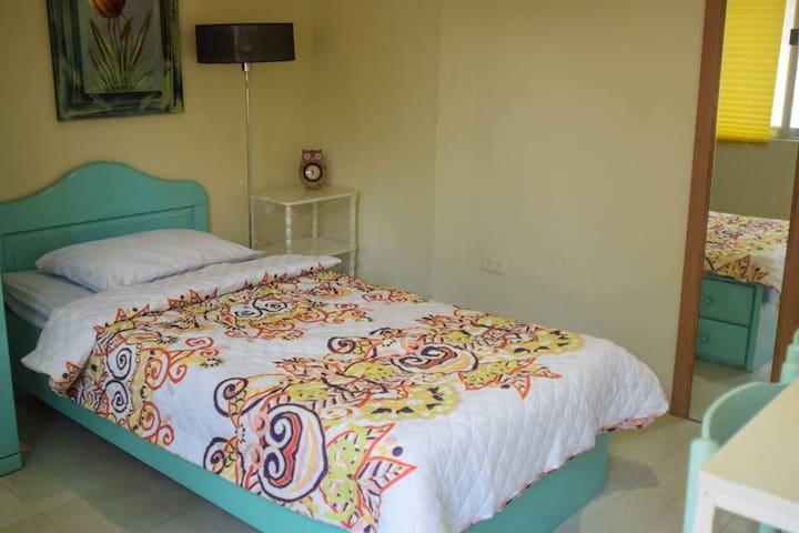 D&D Guest House ( room 2) - Silang