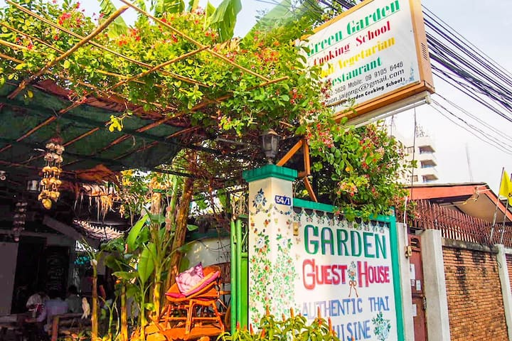 Home style Simple room with Vege restaurant - Bangkok - Gjestehus