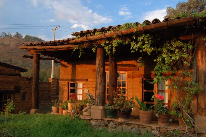 Casita de adobe con vista al lago - Pátzcuaro - Huis