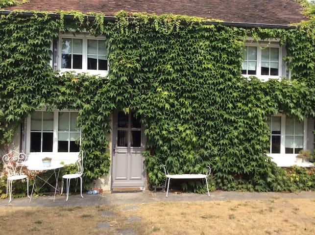 Jolie petite maison de charme - Verneuil-en-Halatte - Hus