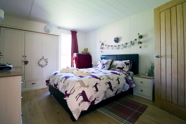 Hazel Lodge a luxury Cabin holiday - Craven Arms - Annat