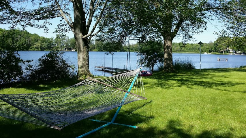 Lakefront Family-Friendly Mid-Michigan Home - Clare - Rumah