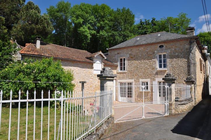 maison familiale dans bourg village - Sarliac-sur-l'Isle - Hus