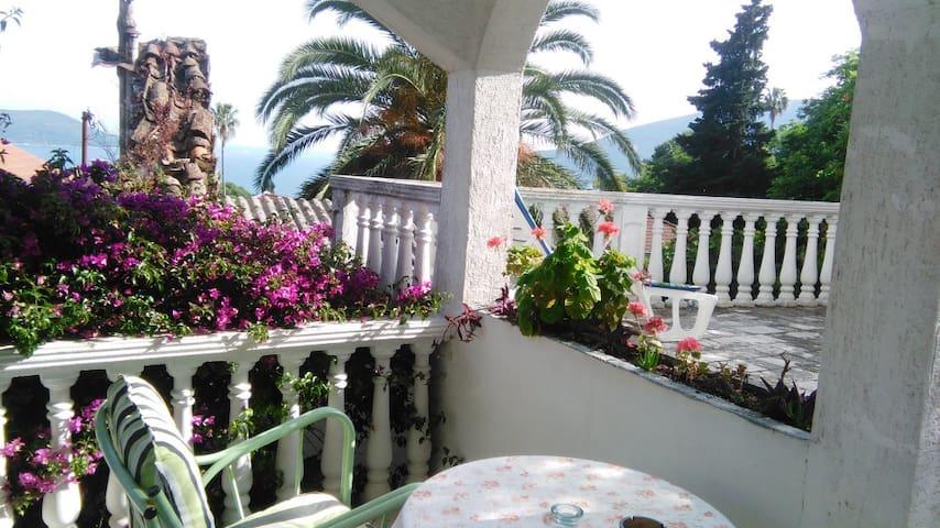 Nice calm house with two comfortable balconies - Herceg - Novi - Haus