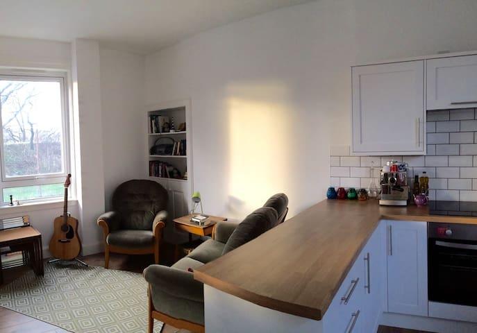SUNNY FLAT CLOSE TO CASTLE + BEACH - Edinburgh - Lägenhet
