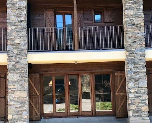 Casa confortable y espectaculares vistas. - Isavarre - Maison