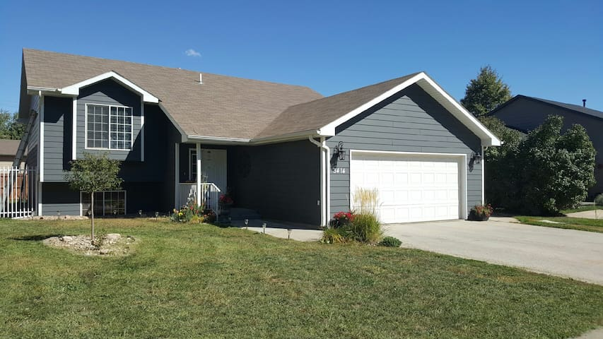 Peaceful Home with Garage Parking - Rapid City - Huis