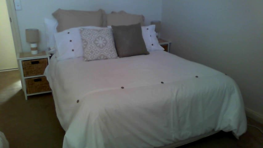 IMMACULATE ROOM CLOSE TO STATION ! - Beverly Hills