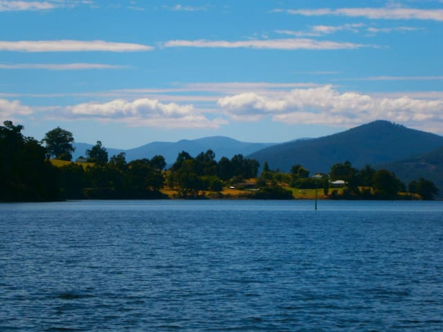 On the Huon - Castle Forbes Bay - Departamento