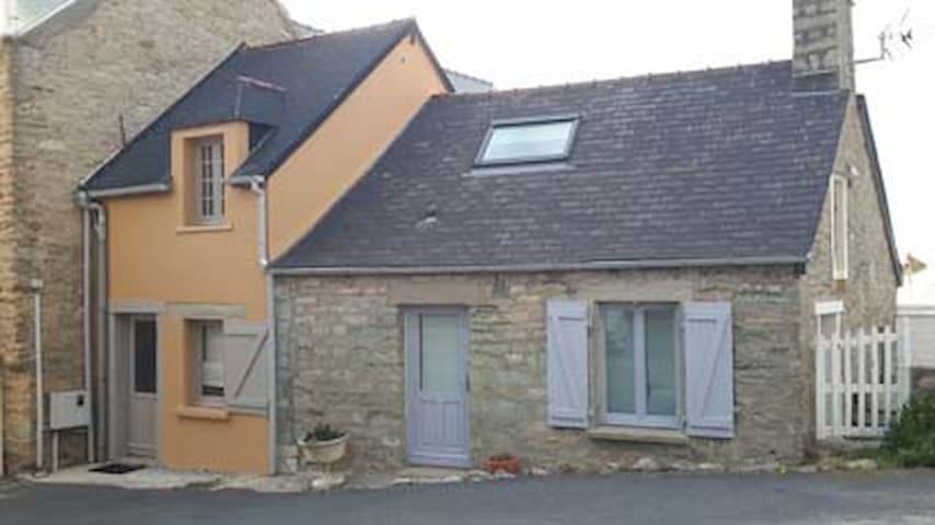 """Maison de pêcheur """"les pieds dans l - Bretteville - Huis"""