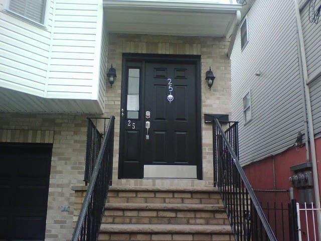 1BR located Newark. Min. to NJPAC/Prudential Ctr - Newark - 公寓