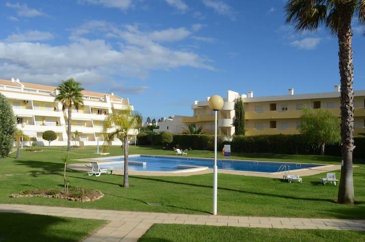 Apartamento com Piscina, Praia e Golf - Quarteira - Departamento