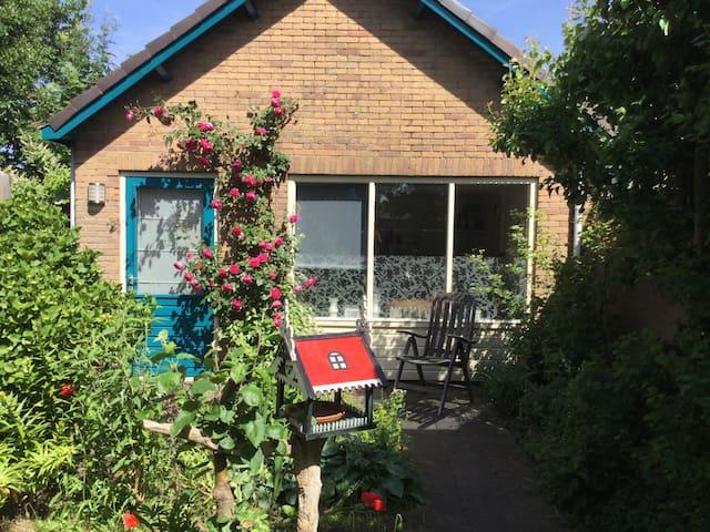 Cottage: charmante besloten rustig - Egmond-Binnen - Cabane
