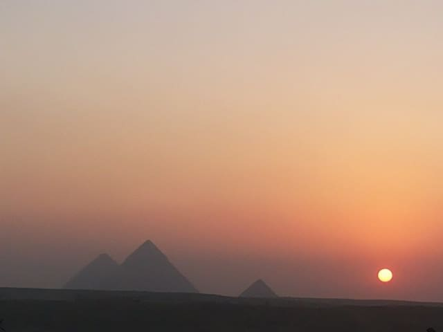 Pyramids view for Family + Guide service/ AC Van. - Ezbet Nafie - 公寓