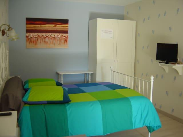 chambre double pour 1 à 2 personnes - Annoire - Bed & Breakfast