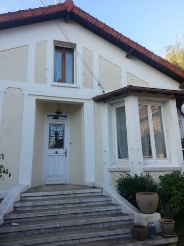 Maison familiale proche RER D - Brunoy - Huis