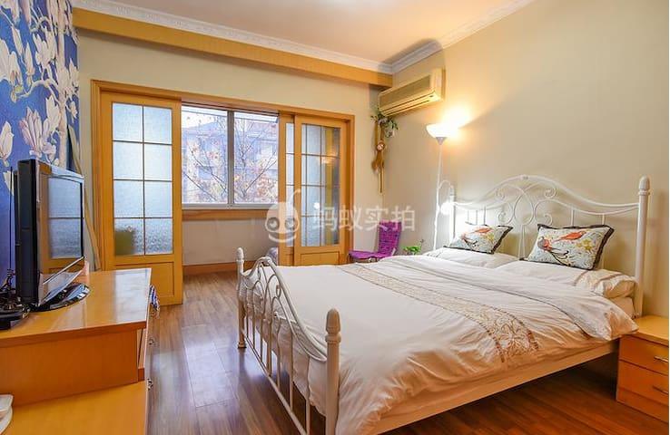 WestLake 770米到西湖 350米到地铁 紧临武林广场的大室小厅 可住3人 - Hangzhou - アパート