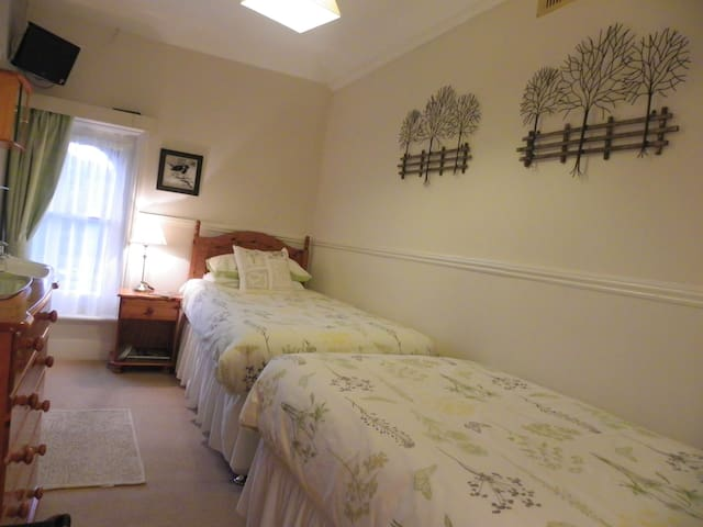 Small Twin Room & Private External Bathroom - Dover
