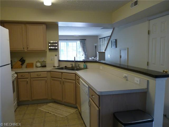 Furn condo w/garage and much more! - Middleburg Heights - Condo