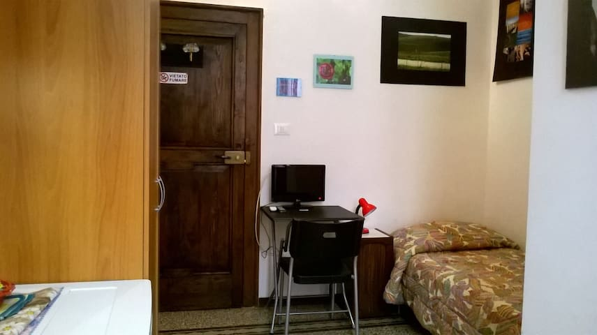 Central and cheap room - Sulmona - Bed & Breakfast