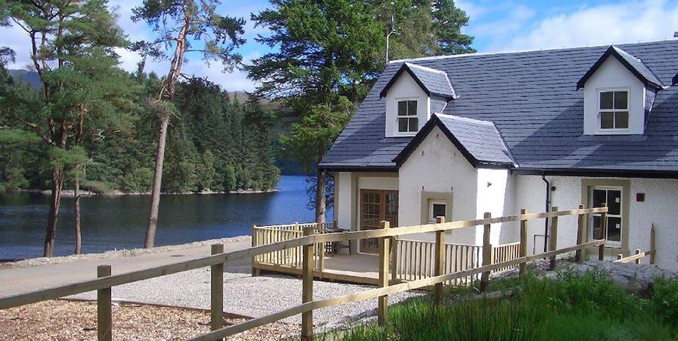 Stunning Waterside Cottage - Stronachlachar - Casa