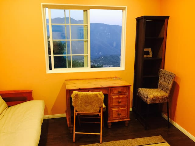 Remote Single Room Studio Bungalow - Near Big Bear - Bungalow