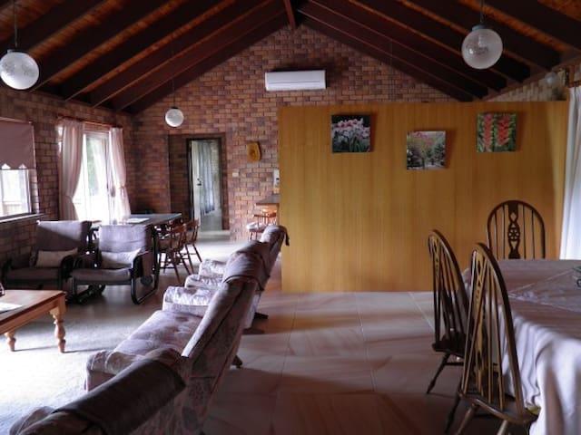Executive spacious 3 BDRM set in Bush with views - Mount Crosby - Casa