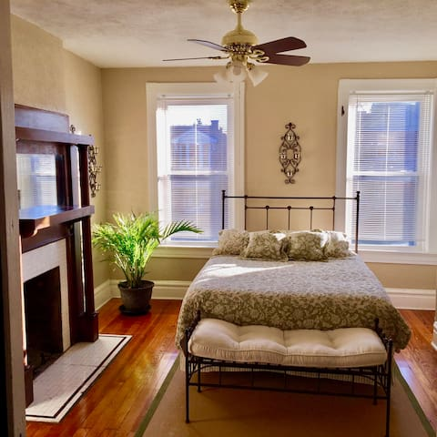 Spacious Old-Charm Tower Grove South Apartment - St. Louis - Daire