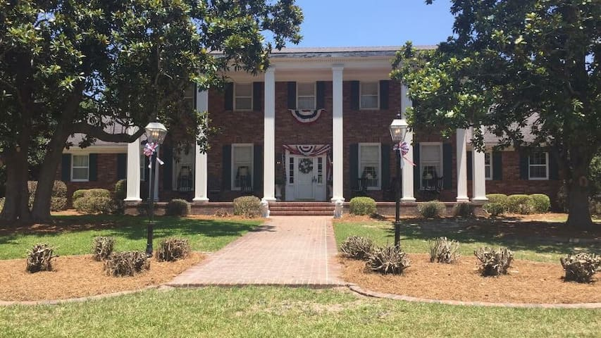 The Parker House - Blue Room - Claxton - Bed & Breakfast