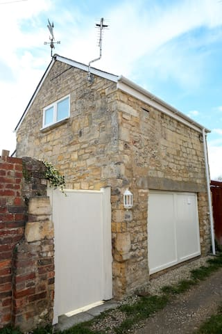 Detached Cotswold Stone Coach House - Cheltenham - Casa