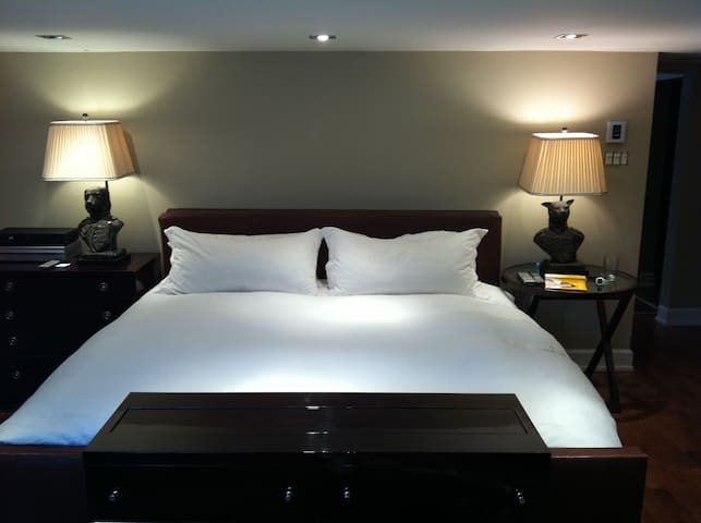 Hotel living at home - Pointe-Claire - House