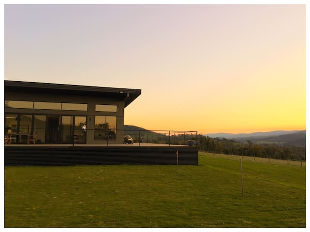 Modern House overlooking valley - Buxton - Ev