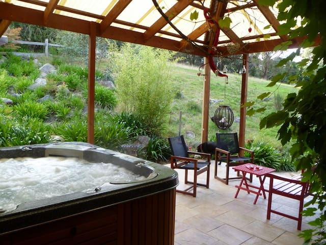 Adrienne's Studio Retreat - Mount Macedon