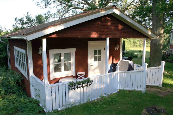 Charmig stuga i Roslagen - Norrtälje SO - Gästehaus
